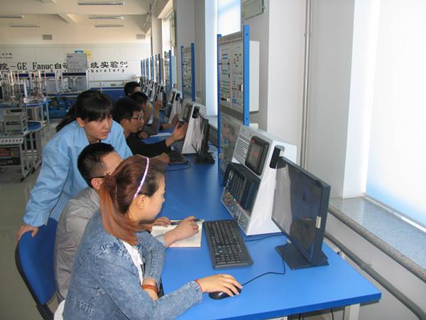 """本专业成立于2001年,为校级重点建设专业。专业坚持主动适应国家和地方经济的发展,以培养应用能力为目标,不断加强专业建设和教学改革。专业于2010年被确定为国家""""CDIO工程教育模式""""试点专业、2011年被确定为教育部""""卓越工程师教育培养计划""""试点专业和黑龙江省""""特色应用型本科高校""""试点专业。"""