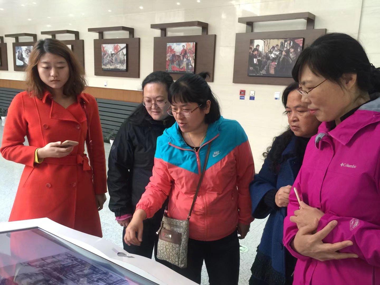 部分优秀女教职工参观铁人纪念馆